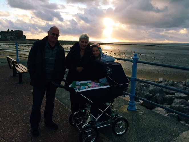 seaside_sunset_family